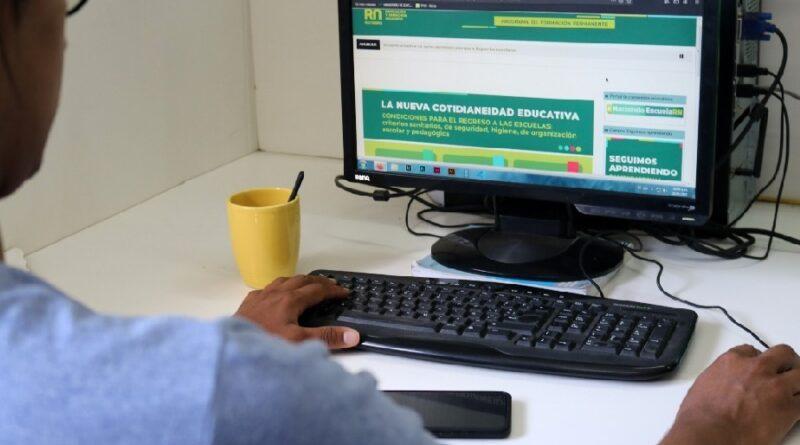 Educación continúa la formación docente virtual para el regreso a las escuelas en pandemia