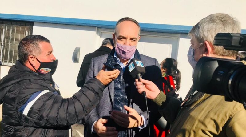 Luis Beltrán: se firmó un convenio para la compra de una retroexcabadora